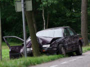 voiture-accident-arbre