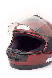 Deux-roues : des normes dépassées pour les casques ?