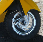 scooter-jaune-roue