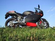 moto-deux-roues-rouge-noir