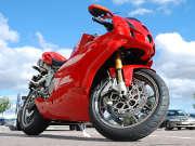 moto-deux-roues-rouge