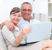 seniors-couple-ordinateur-portable