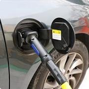 Autos électriques : la France, championne d'Europe