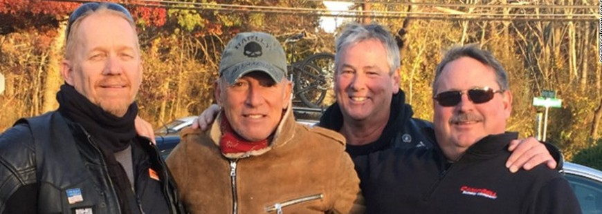 Un Américain aide un motard en panne, c?est Bruce Springsteen !