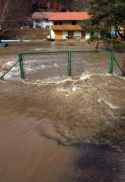 Les dégâts des eaux canadiens coûtent chers à l'assurance habitation