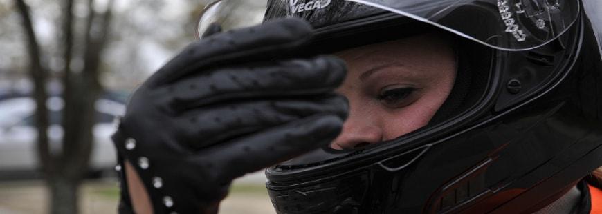 Blouson, casque, bottes,... Les cadeaux de Noël pour les motards !
