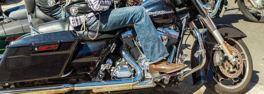 En moto la conduite change suivant la charge transportée