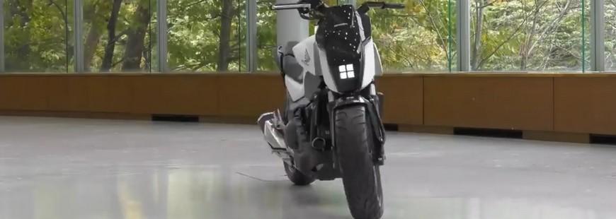 Présentation d?un prototype de moto Honda qui s?auto-équilibre