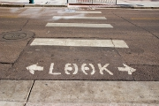 Regardez puis traversez !