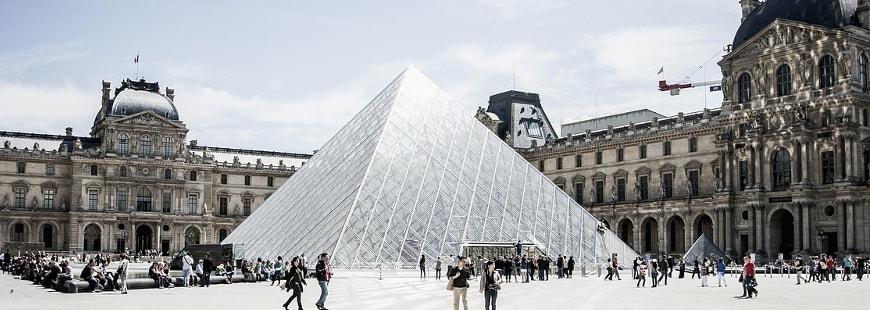 Motos et scooters : le stationnement bientôt payant à Paris ?