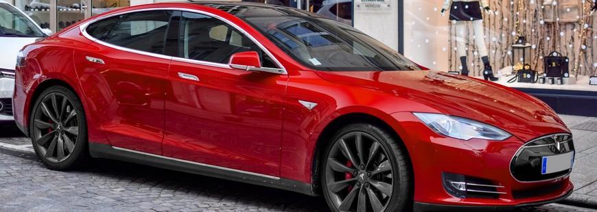 Achetez une Tesla et souscrivez une assurance automobile